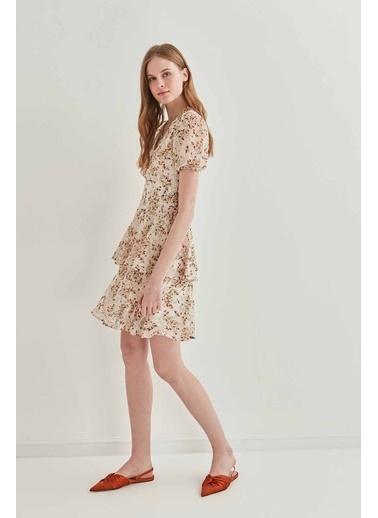 Vitrin V Yaka Kat Kat Çiçek Desen Elbise Krem